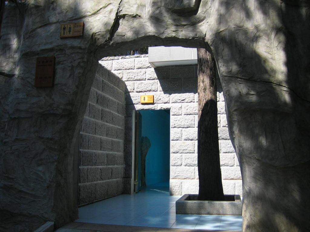les salles de bains de luxe beim Eingang desSteinwalds