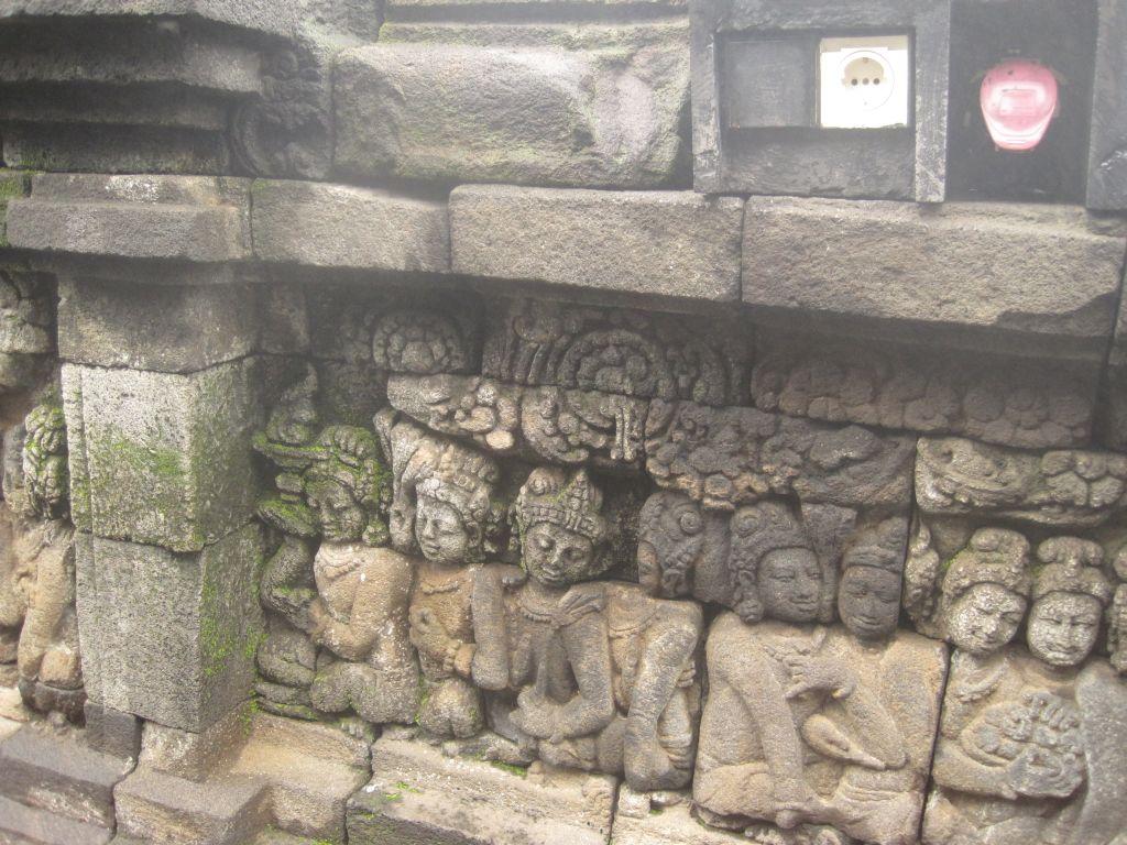 Tempel mit Stromanschluß
