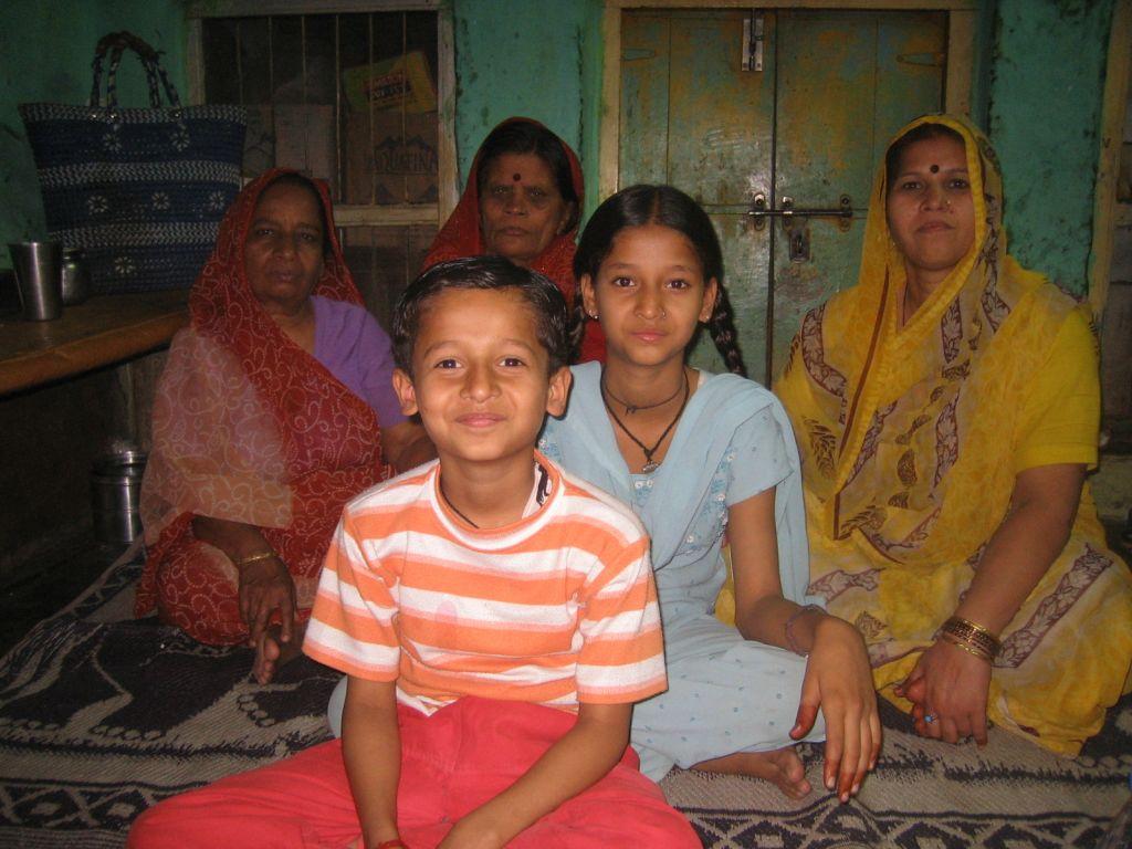 Nikita mit ihrer Familie