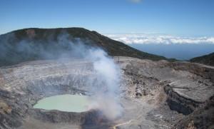Vulkan Poas beim Schmöcken