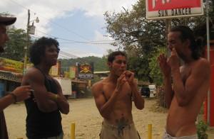 einheimische Musikanten mit Mundharfe