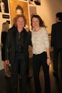 Sänger & Hobby-Winzer Mick Hucknall mit Redakteurin Doris Krumm