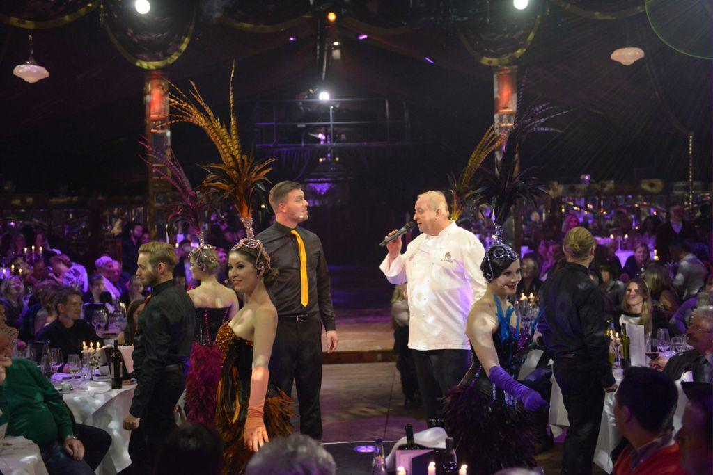 Alfons Schuhbeck zeigt sein Gesangs-Talent beim Finale