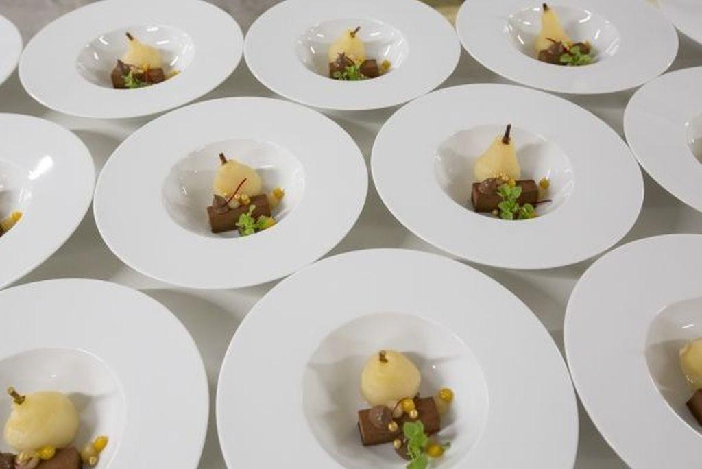 Le Dessert: Guanja-Schokoladentörtchen mit gefüllter Williamsbirne & Orange