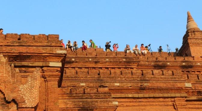 Schaukelzüge & Tempel satt beim Touristenauftrieb in Bagan