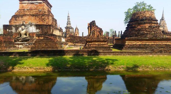Radeln im Tempel-Park von Sukhothai, Thai-Massage lernen in Chiang Mai